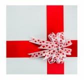 Walentynka prezenta pudełko z czerwonym faborkiem fotografia stock