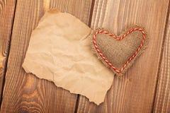 Walentynki bawją się serce i kawałek papieru dla kopii przestrzeni Obraz Stock