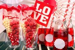 Walentynki bawją się set na stole Zdjęcia Stock