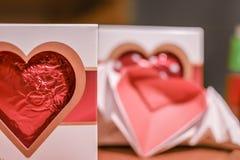 Walentynki czekoladowy serce i origami latający serce Zdjęcia Royalty Free