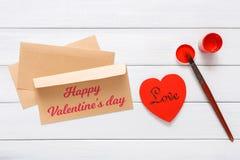 Walentynki diy handmade karciany robić, odgórny widok na drewnie Obrazy Stock