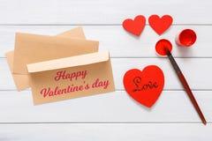 Walentynki diy handmade karciany robić, odgórny widok na drewnie Fotografia Stock