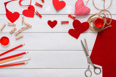 Walentynki handmade scrapbooking tła, cięcia i pasty serc karta, Fotografia Stock