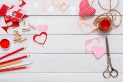 Walentynki handmade scrapbooking tła, cięcia i pasty serc karta, Obraz Royalty Free