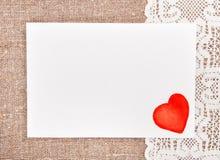 Walentynki karta z rysunkowym czerwonym sercem na koronce Obraz Stock