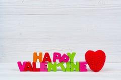 Walentynki karta z Szczęśliwym walentynki czerwieni i teksta dzianiem on Fotografia Royalty Free