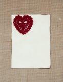 Walentynki karta z szydełkowym sercem fotografia stock