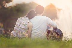 Walentynki para przy jeziorem Obraz Royalty Free