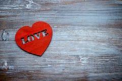 Walentynki ` s dnia karta, kierowy ` s na rocznika białym drewnianym tle Mieszkanie nieatutowy obrazy royalty free