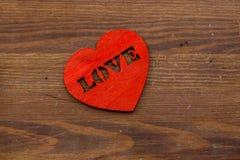 Walentynki ` s dnia karta, kierowy ` s na rocznika brązu drewnianym tle Mieszkanie nieatutowy z bliska obrazy stock