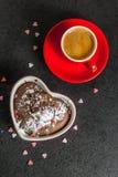 Walentynki ` s dnia kubka tort Obrazy Royalty Free