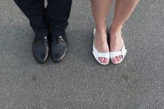 Walentynki ` s dnia nogi mężczyzna i kobieta dobierają się Fotografia Stock