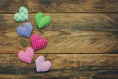Walentynki ` s dnia tło, rabatowy tkankowy serce Fotografia Stock