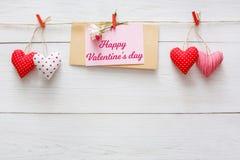 Walentynki tło, serca graniczy na drewnie, kopii przestrzeń Obrazy Royalty Free