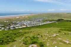 Wales kustbana den Gower halvön Wales UK på Rhossili ner in mot stranden Arkivbild