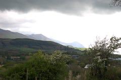 Wales UK En lanscape av den Lleyn halvön, mörka stormmoln fotografering för bildbyråer