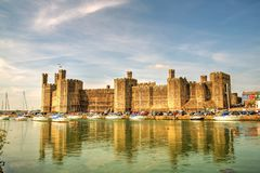 Walesisk Caernarfon slott (: Castell Caernarfon) Royaltyfria Bilder