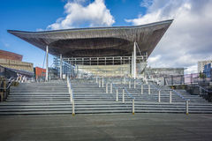 Walesisk enhetsbyggnad på den Cardiff fjärden, UK Royaltyfri Foto