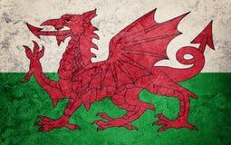 Walesisk flagga för Grunge Walesisk flagga med grungetextur Arkivbilder