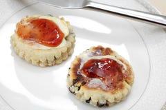 Walesiska tårtor med jordgubbedriftstopp Royaltyfri Foto