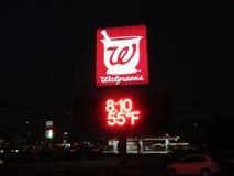 Walgreens unterzeichnen herein Edison auf Funktelegrafie 1 am späten Abend, NJ USA Lizenzfreie Stockfotos
