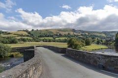 Walijska wieś i stary kamienia most Zdjęcie Royalty Free