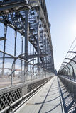 waling在Syndey港口桥梁 免版税库存图片