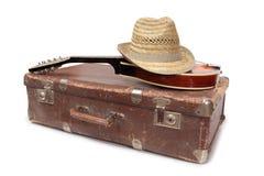 Walizka pięć i stara mandolina Fotografia Stock