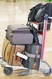Walizki kabina Zdojest, laptop torba & plecaki Umieszczający na tramwaju Fotografia Royalty Free
