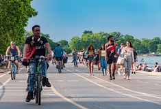 Walk and bike lanes along Chicago beach - CHICAGO, USA - JUNE 11, 2019