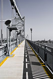 Walkaway de B/W para povos da cor Fotos de Stock Royalty Free