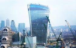 Walkie-talkie τραπεζικές εργασίες και γραφείο aria κτηρίου και Canary Wharf στο υπόβαθρο Λονδίνο UK Στοκ φωτογραφία με δικαίωμα ελεύθερης χρήσης