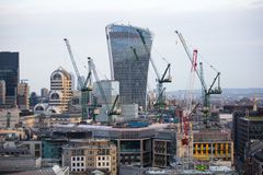 Walkie-talkie τραπεζικές εργασίες και γραφείο aria κτηρίου και Canary Wharf στο υπόβαθρο Λονδίνο UK Στοκ Εικόνες