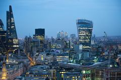 Walkie-talkie τραπεζικές εργασίες και γραφείο aria κτηρίου και Canary Wharf στο υπόβαθρο Λονδίνο UK Στοκ εικόνα με δικαίωμα ελεύθερης χρήσης