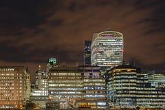 Walkie Talkiebyggnad på natten Royaltyfri Foto