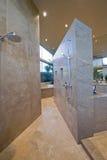 Walkin Dusche zu Hause lizenzfreies stockfoto