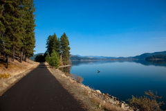 Walking Path by the Lake Royalty Free Stock Photos