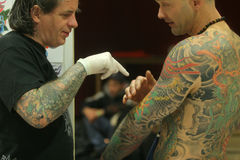 WALKING IN THE TATTOO CONVENTION Stock Images