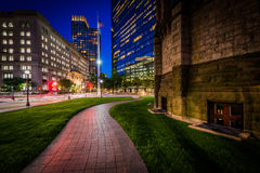 Walkway adjacent to Trinity Church and modern buildings at Cople. Y, in Back Bay, Boston, Massachusetts Stock Photography