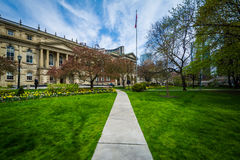 Free Walkway And Gardens Outside Osgoode Hall, In Toronto, Ontario. Royalty Free Stock Images - 71273899