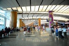 Walkway av den Singapore Changi flygplatsen Royaltyfri Bild