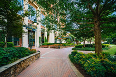 Walkway and buildings at The Green in Uptown Charlotte, North Ca Royalty Free Stock Photos