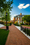Walkway and buildings at John Hopkins University in Baltimore, M. Aryland stock photography