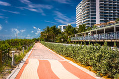 Walkway and buildings in Miami Beach, Florida. Royalty Free Stock Images