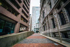 Walkway and buildings at Suffolk University, in Beacon Hill, Bos Royalty Free Stock Photography