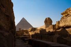walkway för khafrepyramidsphinx royaltyfri bild