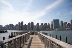 Walkway at Gantry Plaza State Park and buildings in Manhattan Stock Images