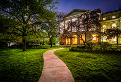 Walkway and Osgoode Hall at night, in downtown Toronto, Ontario. Royalty Free Stock Photos
