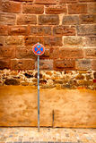 Wall of ancient house with no-parking zone Royalty Free Stock Photography