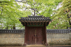 Wall and gate at the Changdeokgung Palace in Seoul Royalty Free Stock Photography